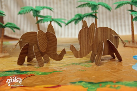 Faux Bois Elephants Main